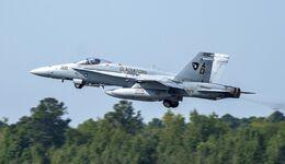 Die letzte F/A-18C der US Navy war das Flugzeug mit der Bordnummer 300.