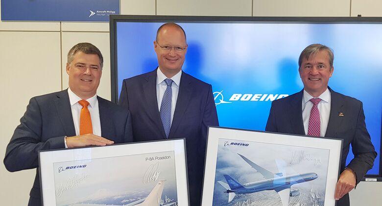 Von links nach rechts:Michael Hostetter, Vice President Boeing Defense, Space & Security, Germany, Rolf Philipp, CEO Aircraft Philipp Group, Dr. Michael Haidinger, President Boeing Deutschland