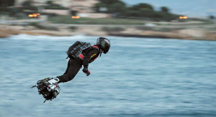 Mit dem Flyboard über den Ärmelkanal? Franky Zapata stürzt ins Wasser